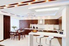 Светлая кухня квпартиры-студии для парня