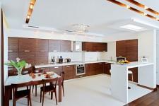 Белая плитка кухни квартиры-студии для парня