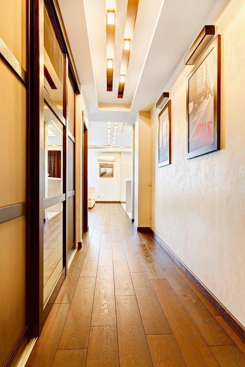Узкий коридор квартиры-студии для парня