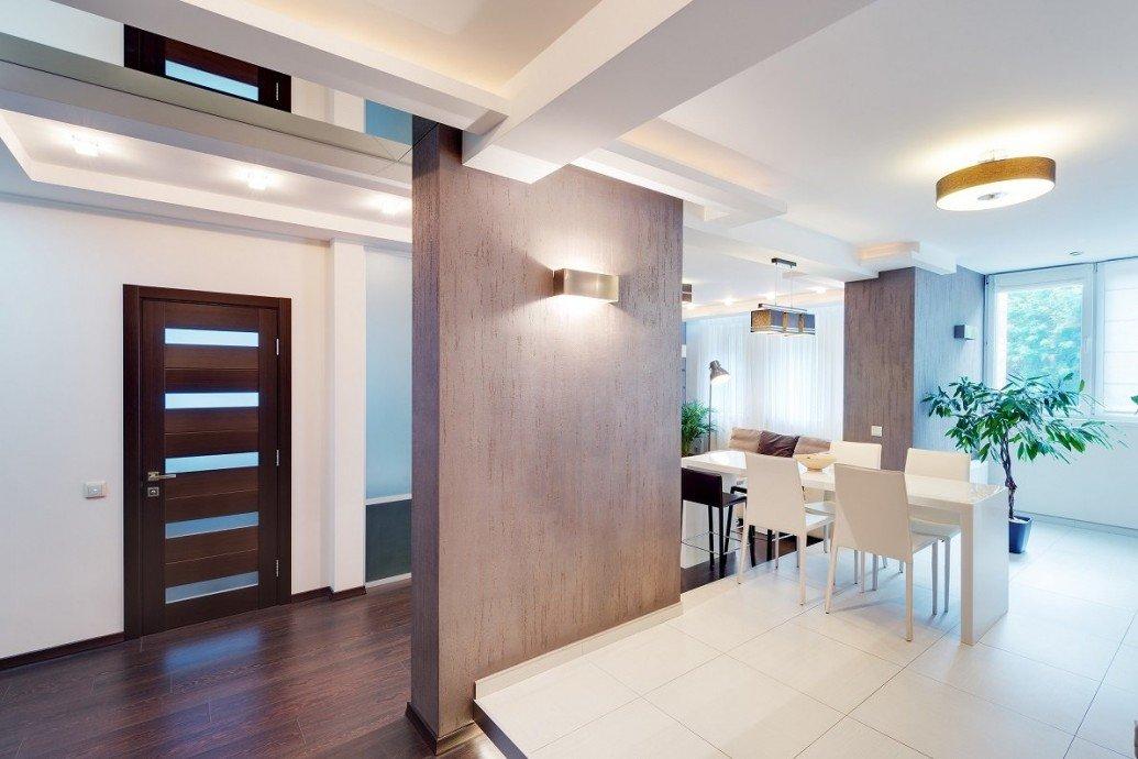 Зеркало потолок обеденная зона квартира-студия