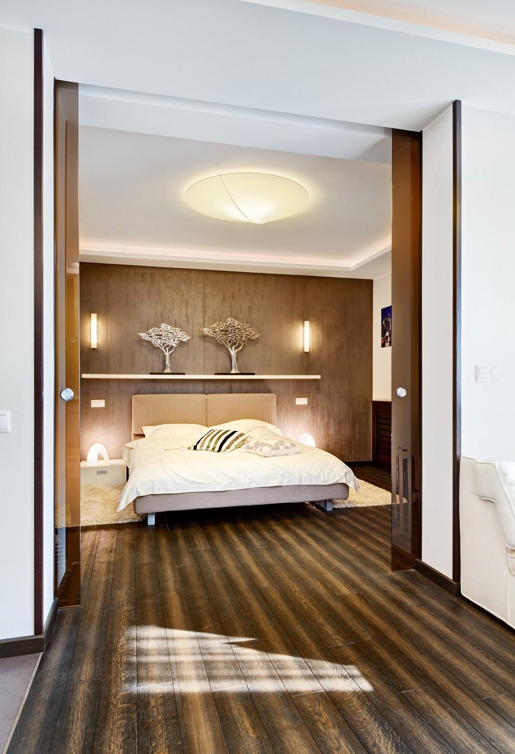 Спальня стильной квартиры-студии