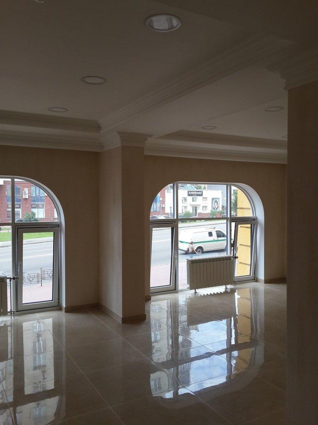 Большие полукруглые окна классический стиль