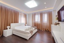 Светлая спальня большие окна современный стиль