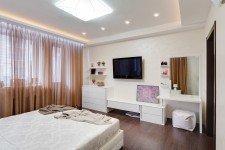 Спальня широкие гардины для девушки