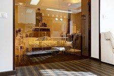 Раздвижная стеклянная дверь урбанистический пейзаж