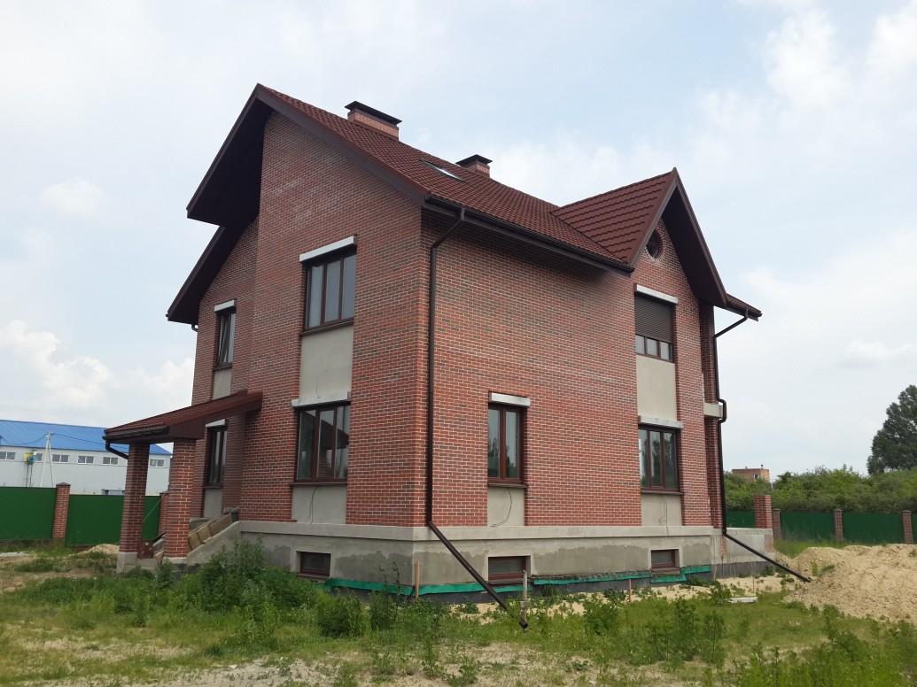 Дом красный кирпич большие окна