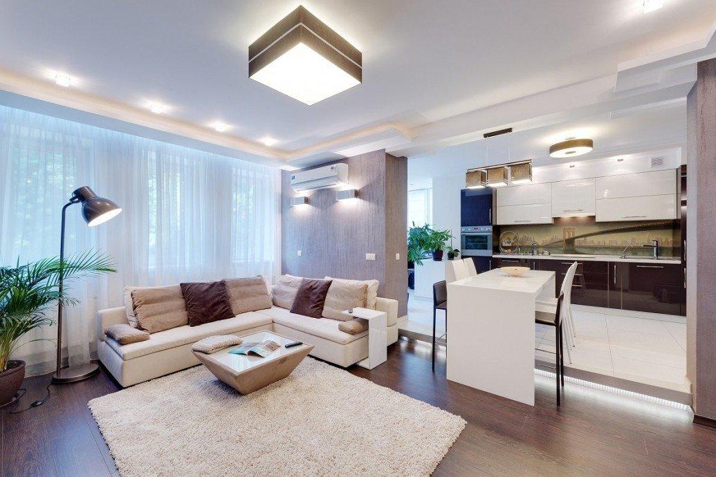 Светлая гостиная квартира-студия для девушки