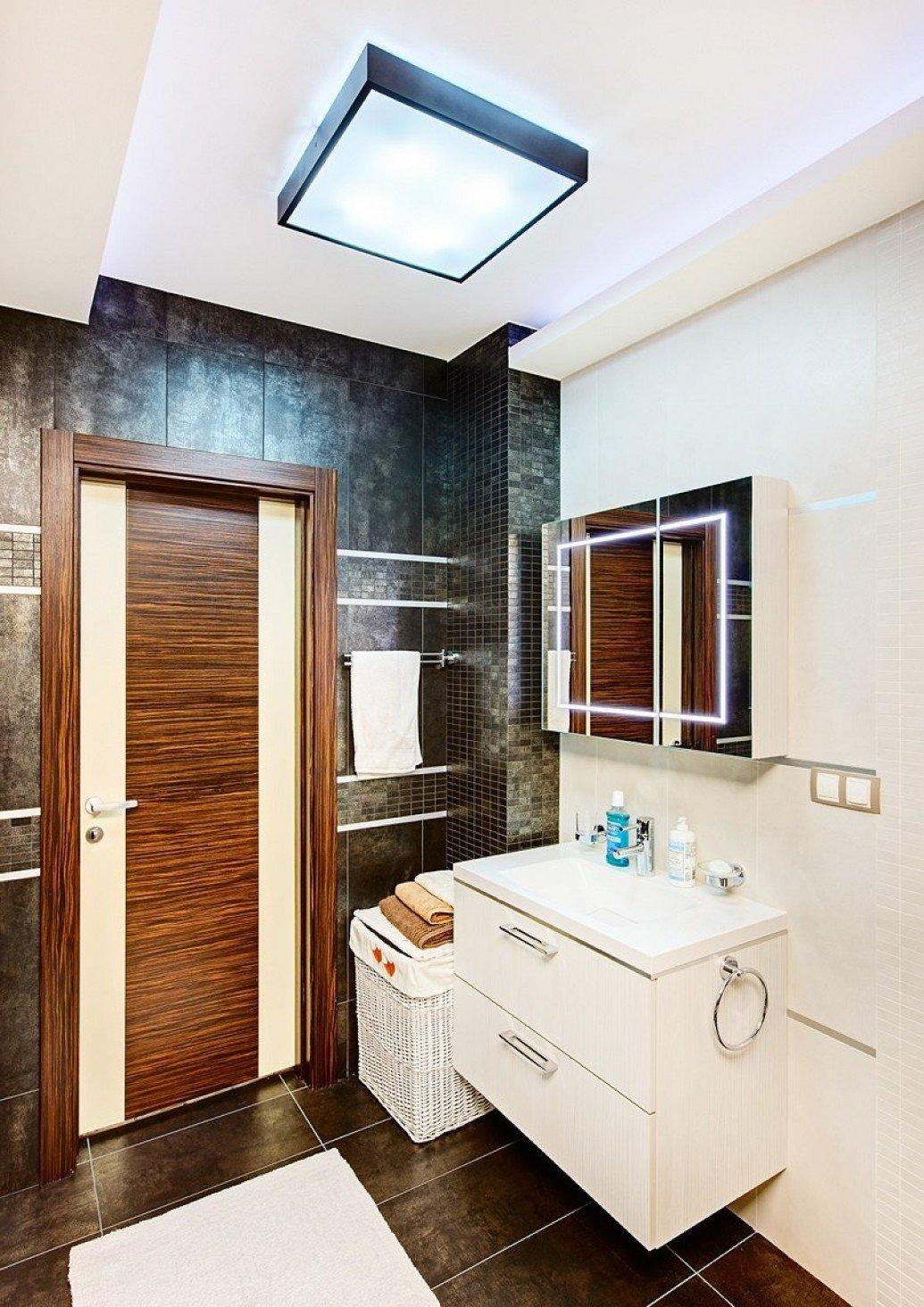 Зеркало с подсветкой в ванной для парня