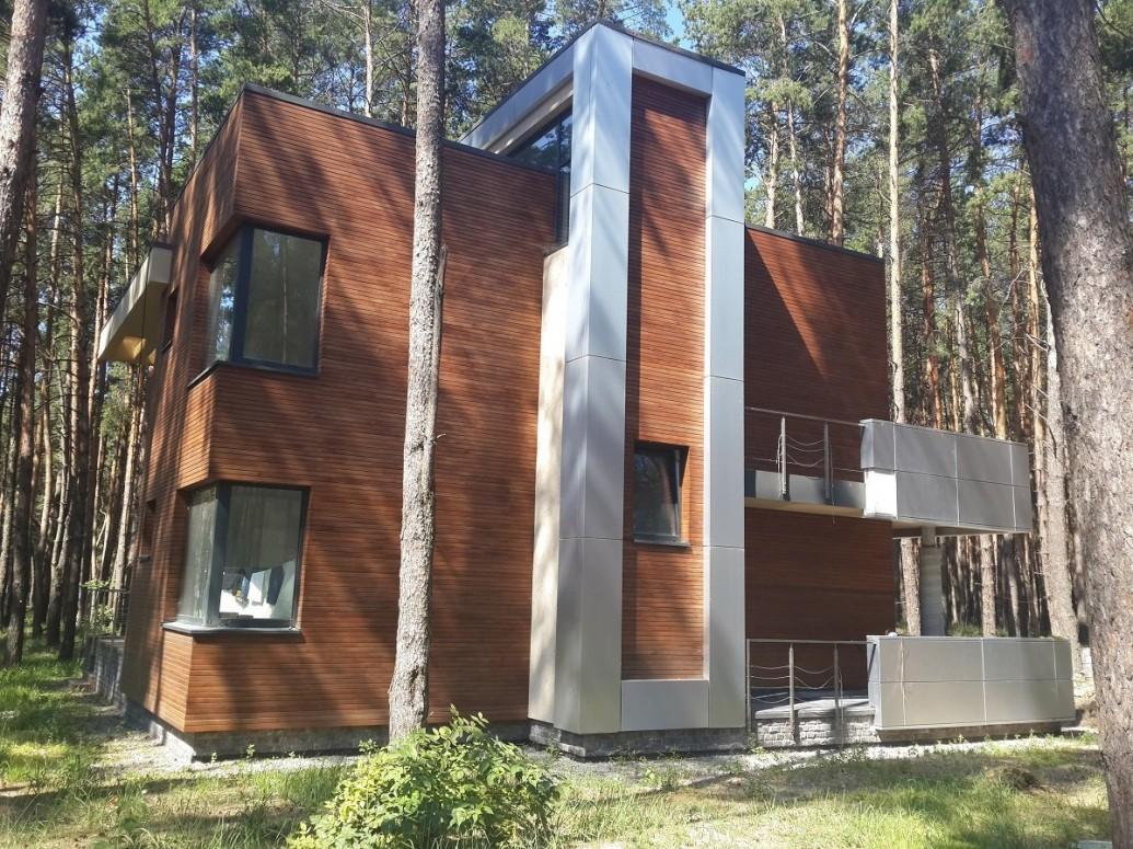 Дом облицовка термодеревом плоская крыша европейский стиль