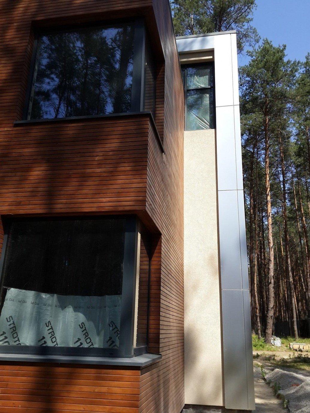 Облицовка дома плоская крыша композитным алюминием