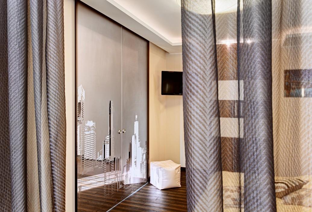 Раздвижная стеклянная дверь из матового стекла