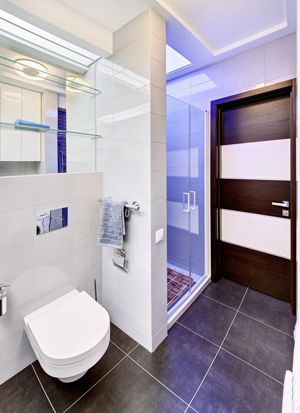 Белая светлая ванная современный стиль