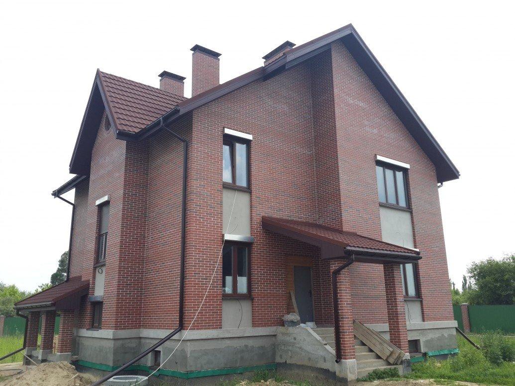 Дом вход с колоннами красный кирпич кирпич