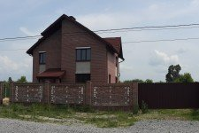 Дом ворота красный кирпич